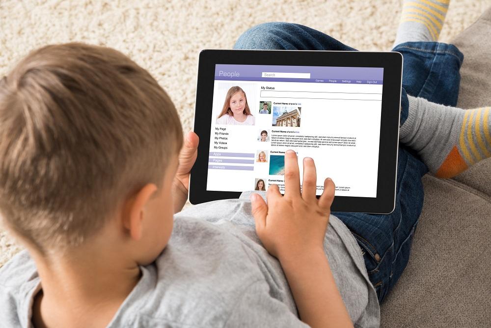 Protege a tu hijo de riesgos digitales: Incrementa su seguridad en redes sociales