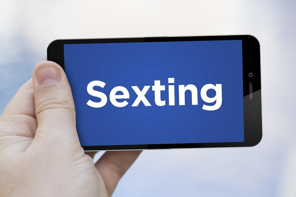 Consejero Legal riesgos digitales seguridad hijos sexting