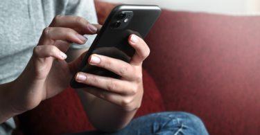 Consejero Legal riesgos digitales hijos dispositivos móviles adicción al móvil